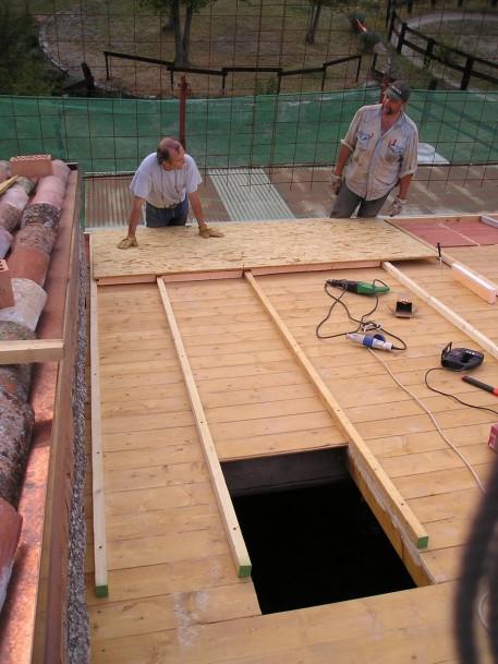 Si prepara la copertura in legno