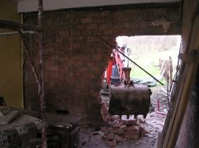 Cadono vecchie mura